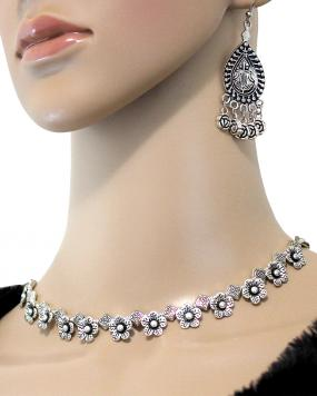 Laura Bloom Necklace Set....