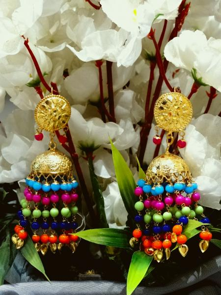 Complete your look with this earrings.