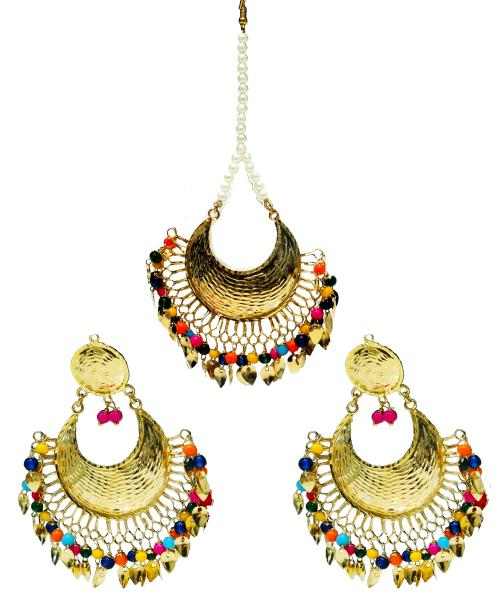 A Earring set adds a pop of pretty color.