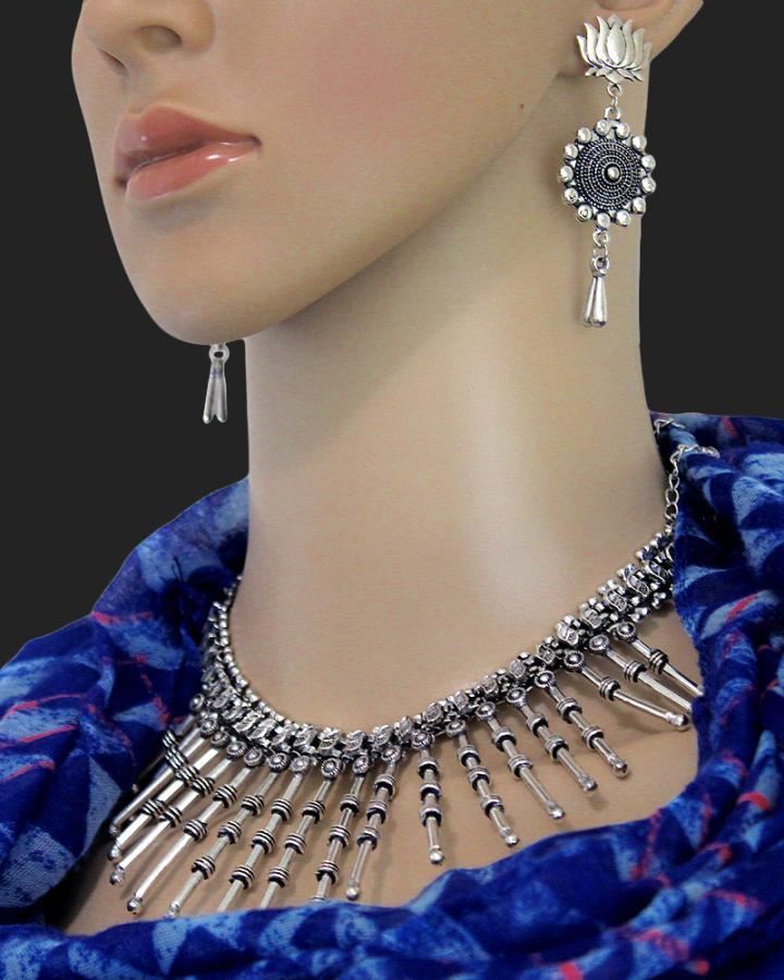 Hazel Lily Necklace Set